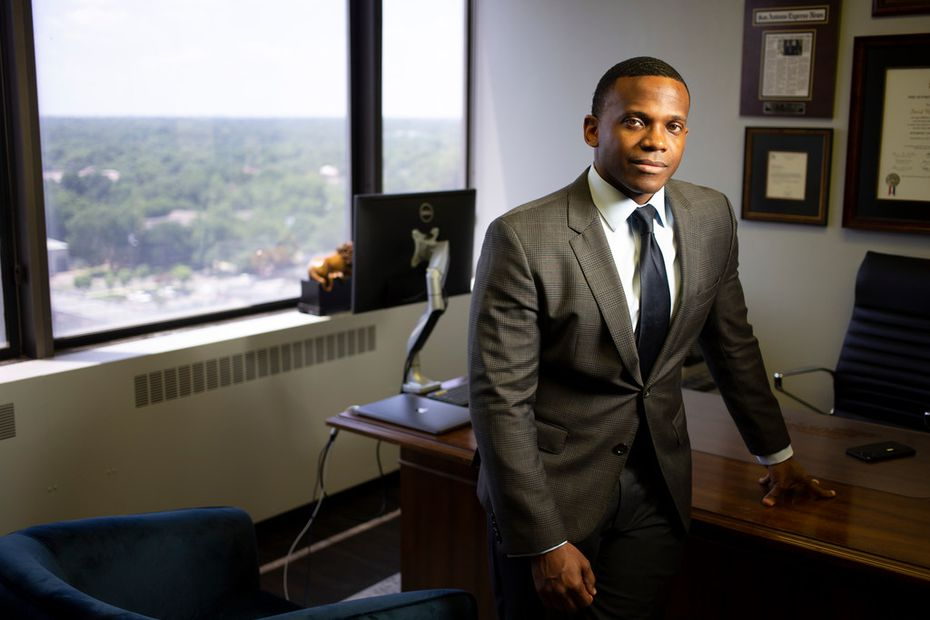 Dallas attorney David Henderson said Dallas authorities should have asked a grand jury to investigate DeSoto Councilwoman Candice Quarles' potential role in her husband's fraud.