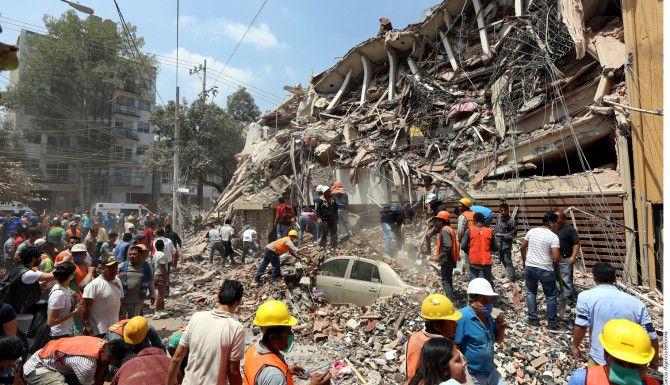 En el cruce de las calles Gabriel Mancera y Escocia un edificio se derrumbó tras el sismo de este 19 de septiembre de 2017 en Ciudad de México./ AGENCIA REFORMA