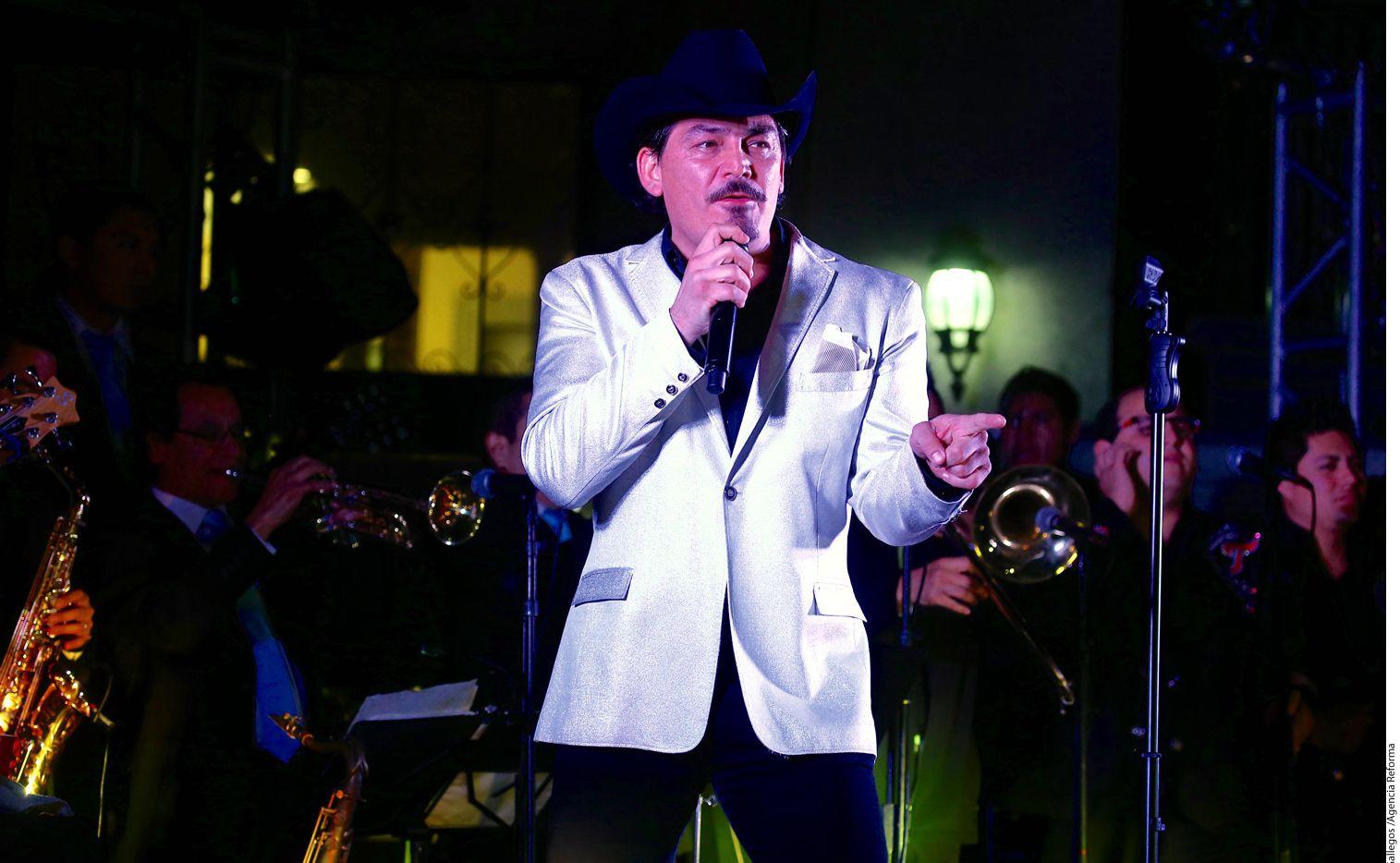 El cantante José Manuel Figueroa no niega que le ha afectado bastante la nueva polémica en la que han involucrado a su ya fallecido padre. / AGENCIA REFORMA