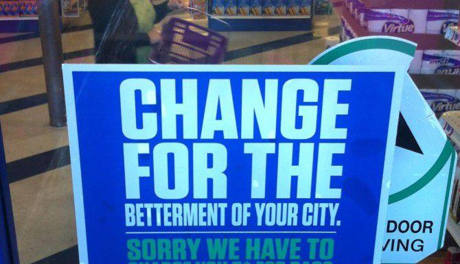 Varios concejales de Dallas quieren revocar la ordenanza que requiere a los comercios cobrar 5 centavos por cada bolsa de plástico donde los clientes se llevan sus compras. (DMN/ARCHIVO)