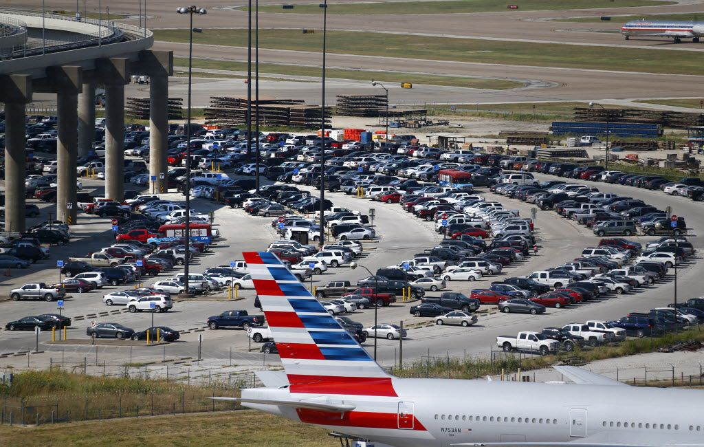 Drivers who are just picking up or dropping off travelers probably won't feel the effect of DFW Airport's higher parking rates. (Nathan Hunsinger/Staff Photographer)