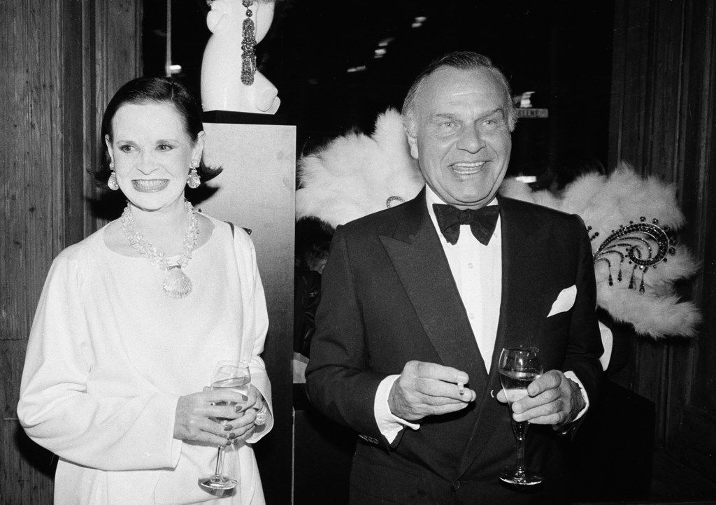 """In this Nov. 9, 1982 file photo, fashion designers Gloria Vanderbilt, left, and Bill Blass are shown at the 90th birthday celebration of artist Erte in New York. Vanderbilt, the intrepid heiress, artist and romantic who began her extraordinary life as the """"poor little rich girl"""" of the Great Depression, survived family tragedy and multiple marriages and reigned during the 1970s and '80s as a designer jeans pioneer, died Monday, June 17, 2019, at the age of 95."""