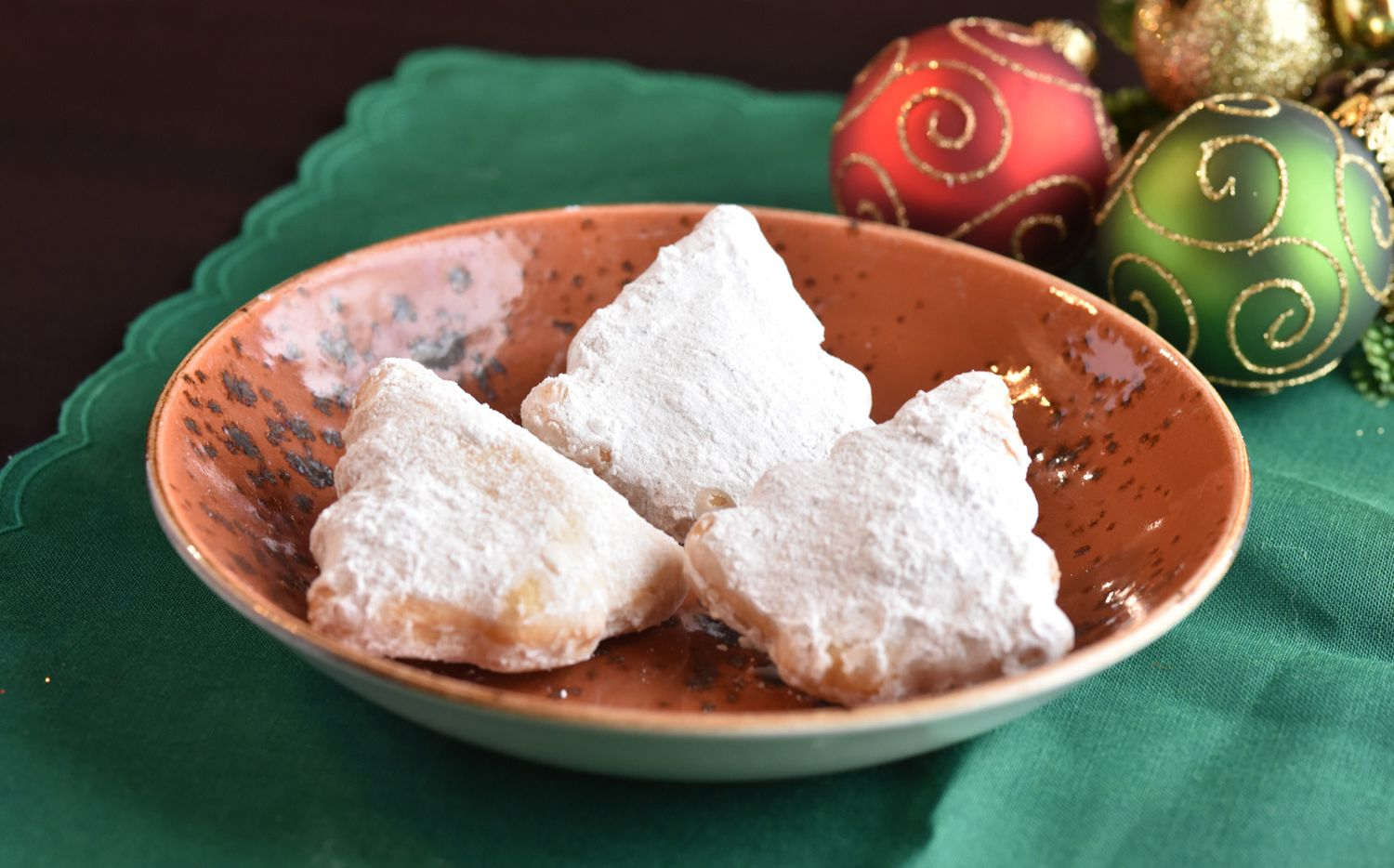 Sopapillas are available for free at El Fenix near Christmas Day.