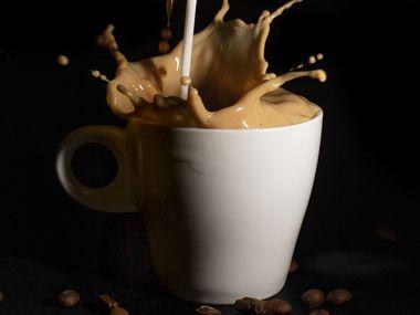 La mezcla del café y la leche tiene larga data. Tras la victoria de los Cruzados sobre los otomanos en Viena, en 1689, varios sacos de café fueron abandonados por los turcos en su huida.