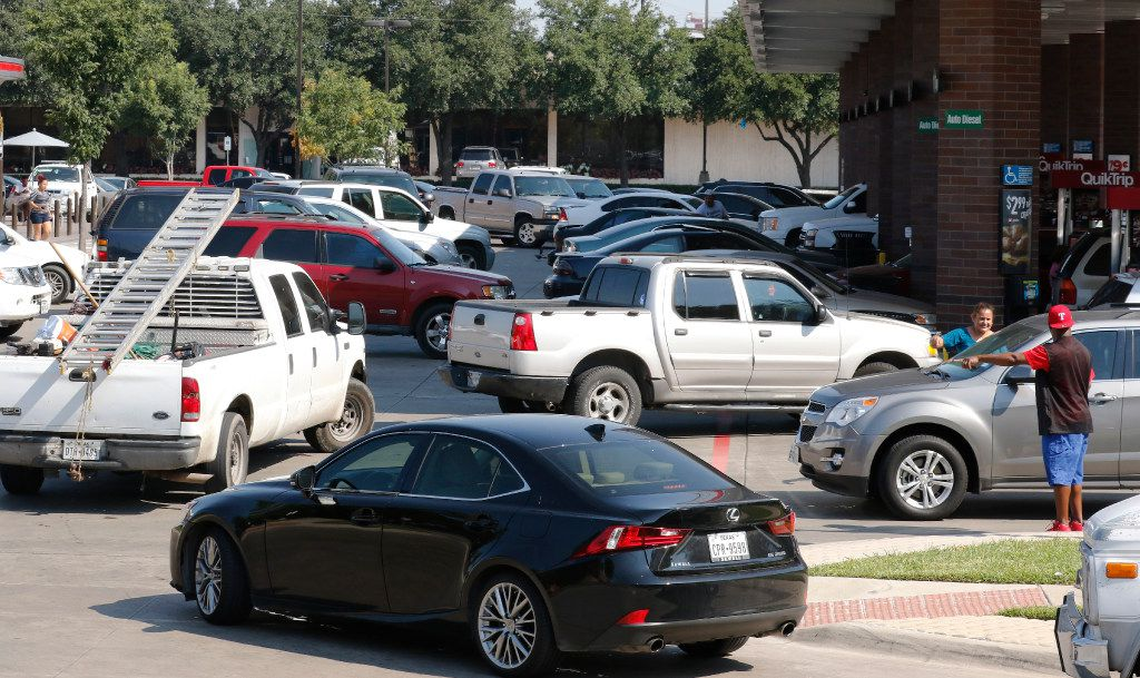 Motorists wait in line to purchase gas at a Quik Trip in Dallas on Aug. 31, 2017.