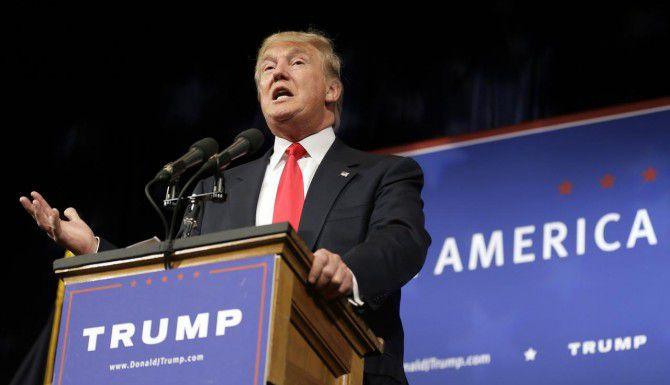 El precandidato p[residencial republicano Donald Trump, durante su discurso. (AP/CHARLIE NEIBERGALL)