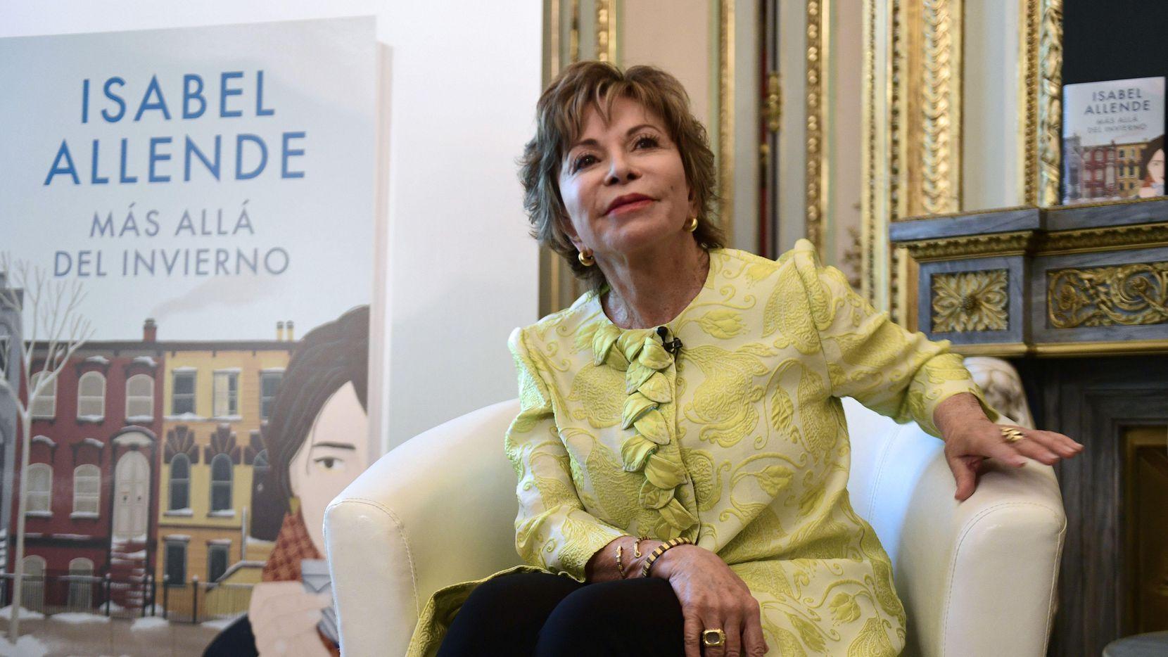 La escritora chilena Isabel Allende fue la oradora principal en el evento Women in the World en el Museo de Arte de Dallas. (AFP/Getty Images/PIERRE-PHILIPPE MARCOU)