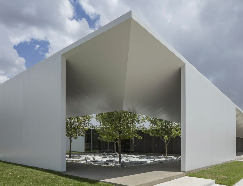 West Courtyard of the Louisa Stude Sarofim Building housing the Menil Drawing Institute, at the Menil Collection in Houston. Johnston Marklee, architects; Michael Van Valkenburgh Associates, landscape architects