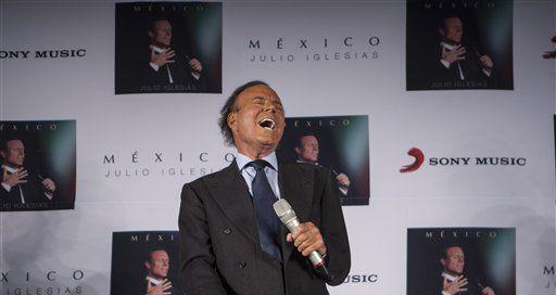 El español Julio Iglesias se mantendrá activo, aunque ya no grabará más en un estudio. (AP/CHRISTIAN PALMA)