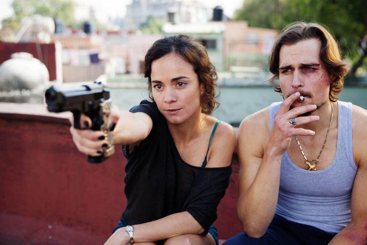 """Alice Braga y Jon Ecker en """"Queen of the South"""", la serie filmada en Dallas que se transmite por USA Network.t (CORTESÍA/USA NETWORK)"""