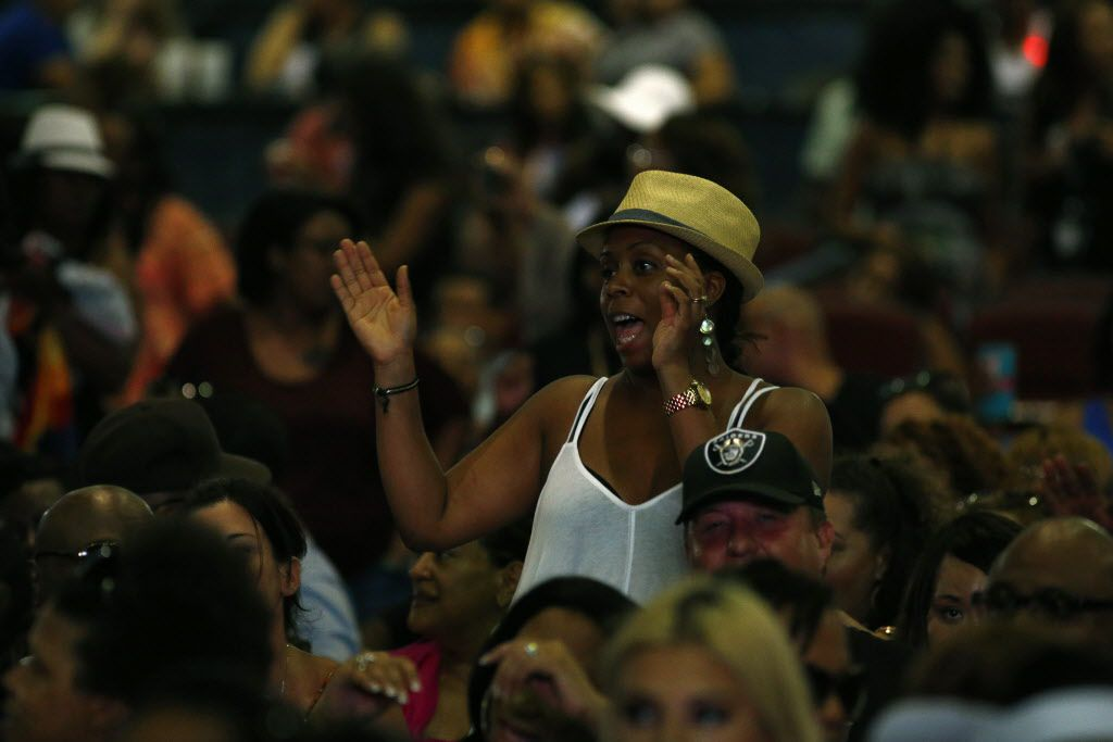 Between concerts fans sing along with the house music during the Kings Of The Mic concert at Gexa Energy Pavilion in Dallas Friday, June 26, 2015.