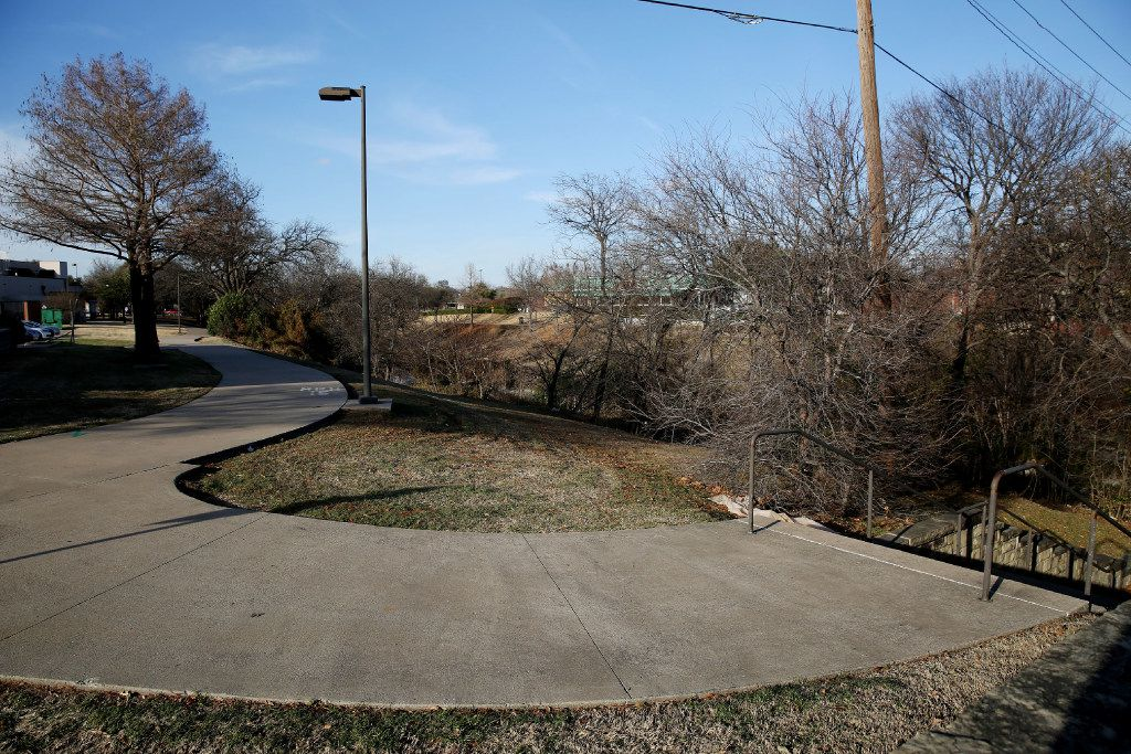 The Chisholm Trail ends near the Pei Wei and On the Border restaurants on West 15th Street, across from Collin Creek Mall in Plano. The stairs at right lead to a walkway underneath 15th Street and another set of stairs leading up to the La Madeleine parking lot on the other side.