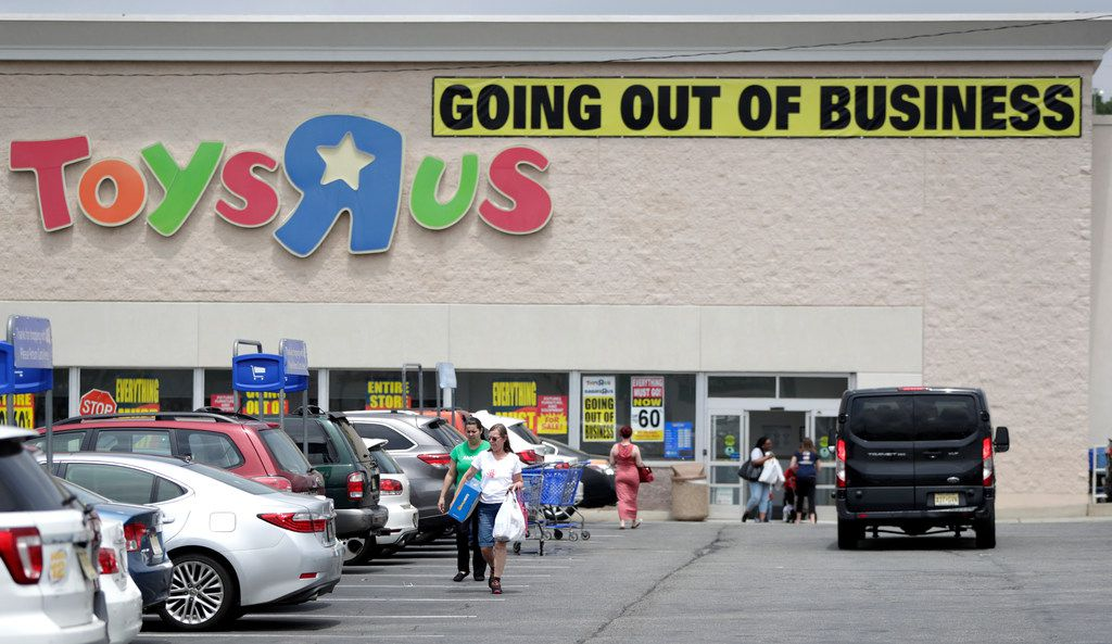 A group of investors is planning a comeback for the Toys R Us brand.