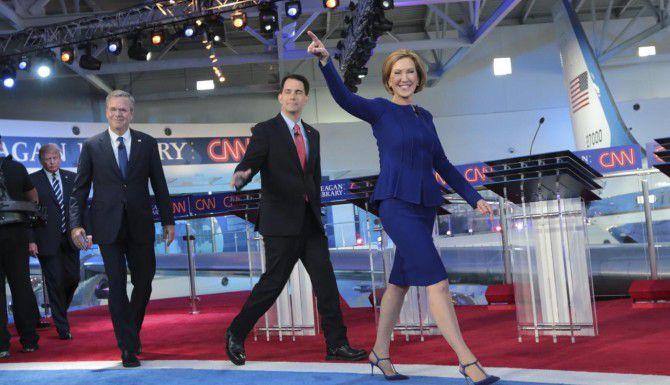 (De der. a izq.) Carly Fiorina, Scott Walker, Jeb Bush y Donald Trump encabezan al grupo de candidatos republicanos en el debate del miércoles. (NYT/MÓNICA ALMEIDA)