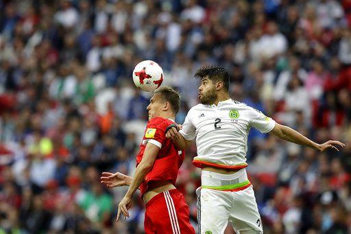 Néstor Araujo y el Tri vencieron 2 a 1 a Rusia el sábado en juego de la Copa Confederaciones. Foto AP