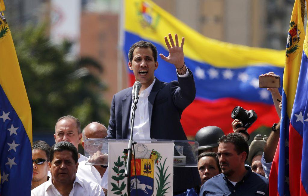 """Juan Guaidó es ahora la figura clave de la oposición en su confrontación con el presidente Nicolás Maduro, a quien varios consideran dentro y fuera del país como un """"dictador"""". (AP Photo/Fernando Llano)"""