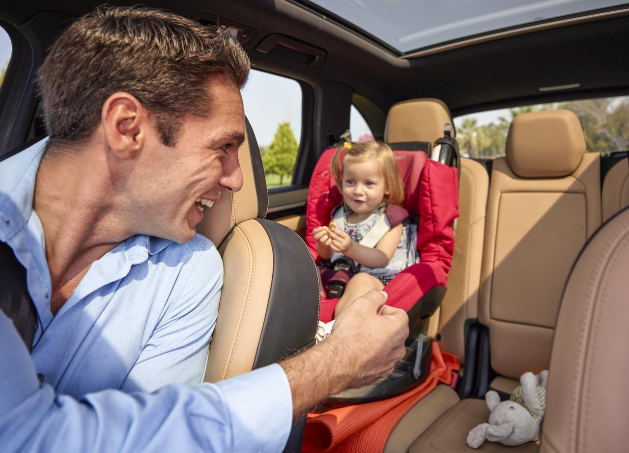 Es importante que revises la parte de atrás de tu vehículo para que no te olvides que un niño está allí. (GETTY IMAGES/iSTOCK)