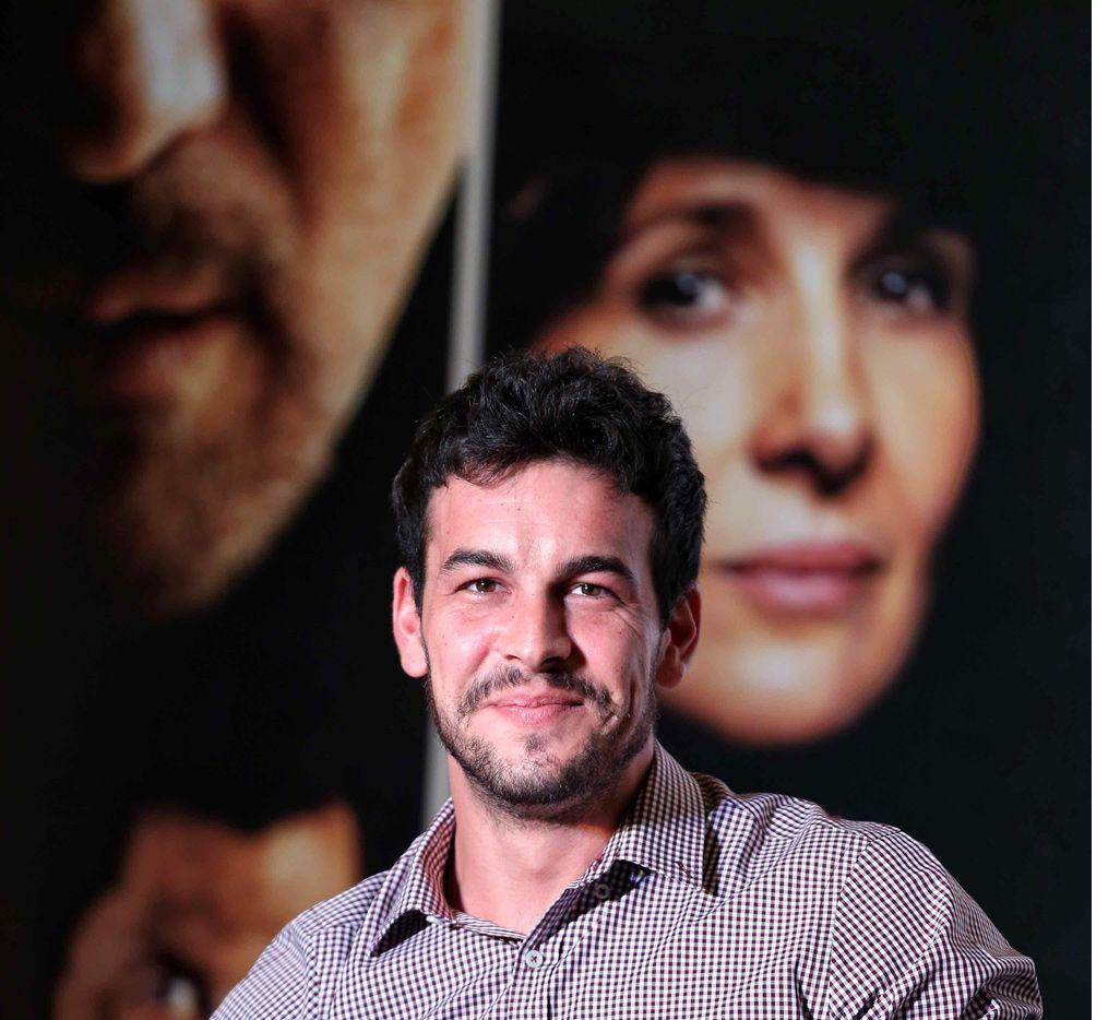 """El año pasado, Mario Casas apareció en Los """"33"""", con Antonio Banderas, y ahora filma el nuevo proyecto de Álex de la Iglesia, El Bar, junto a Blanca Suárez (su compañera de la serie El Barco). /AGENCIA REFORMA"""