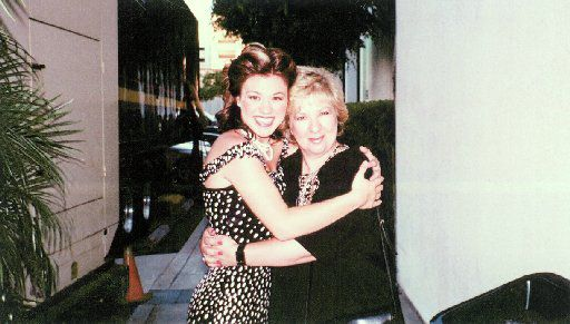 American Idol's Kelly Clarkson with her mother Jeanne Taylor.