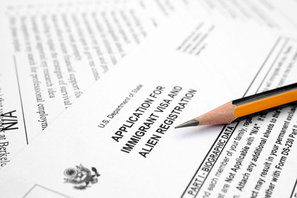 Formulario para solicitud de residencia permanente de USCIS.