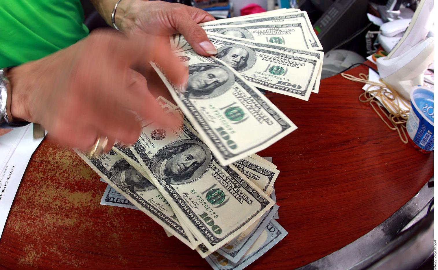 El monto promedio de cada transanción de remesas enviada a México fue $321 durante 2018.(AGENCIA REFORMA)