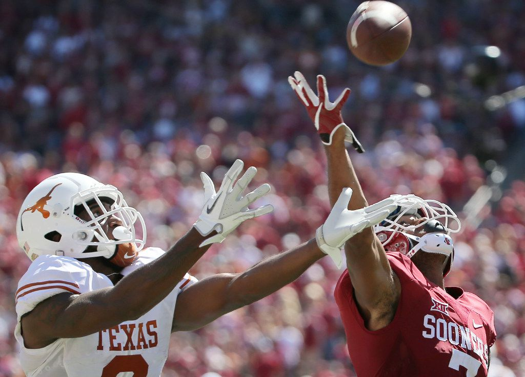 Texas Longhorns wide receiver Dorian Leonard (8) catches a pass while being covered by Oklahoma Sooners cornerback Jordan Thomas (7) and scores a touchdown to make the score 26-21 in the second half during the Red River Showdown between the Oklahoma Sooners and Texas Longhorns at the Cotton Bowl at Fair Park in Dallas Saturday October 8, 2016. Oklahoma Sooners beat Texas Longhorns 45-40. (Andy Jacobsohn/The Dallas Morning News)