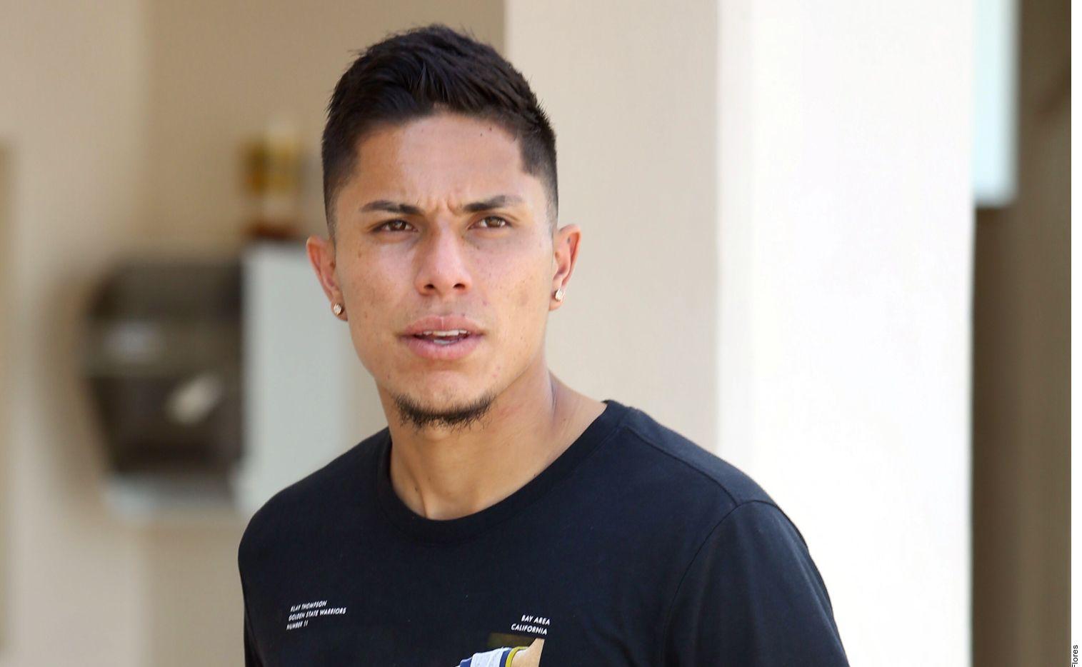 El central mexicano explicó que fue al palco para estar con su familia luego de ver la roja ante Chivas.