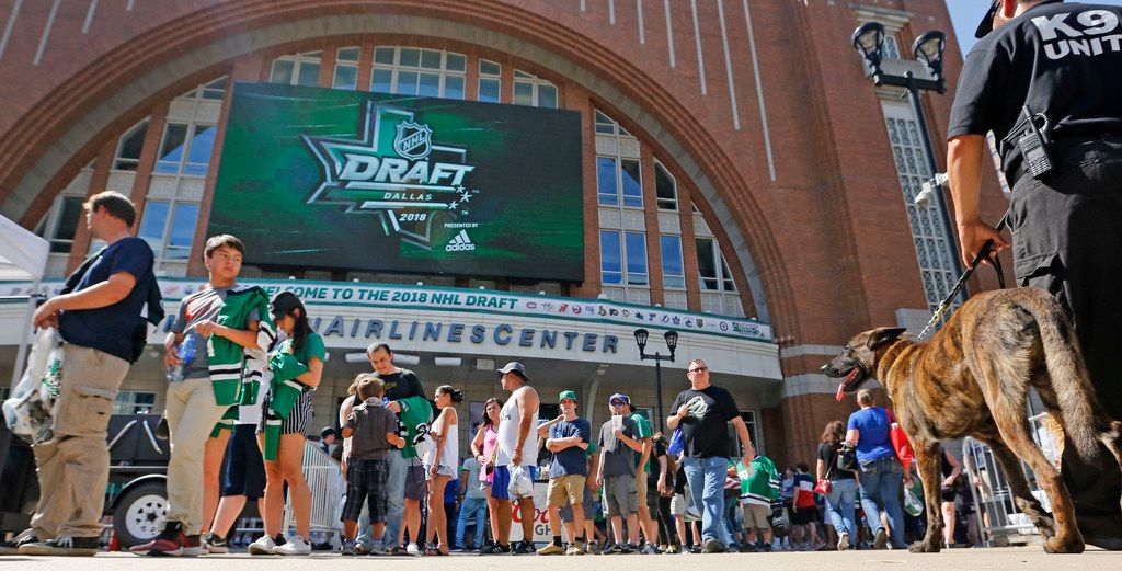 Fans line up to enter the arena during Draft Fan Fest presented by Denny's held on Victory Plaza before the 2018 National Hockey League draft to be held at the American Airlines Center in Dallas on Friday, June 22, 2018. (Louis DeLuca/The Dallas Morning News)