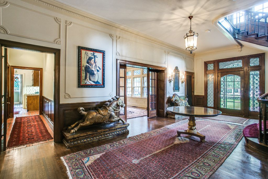 The entry foyer at 3905 Beverly Drive. Built in the early 1920s for Fred Schoellkopf, it had been the home of Sam Wyly since 1983.