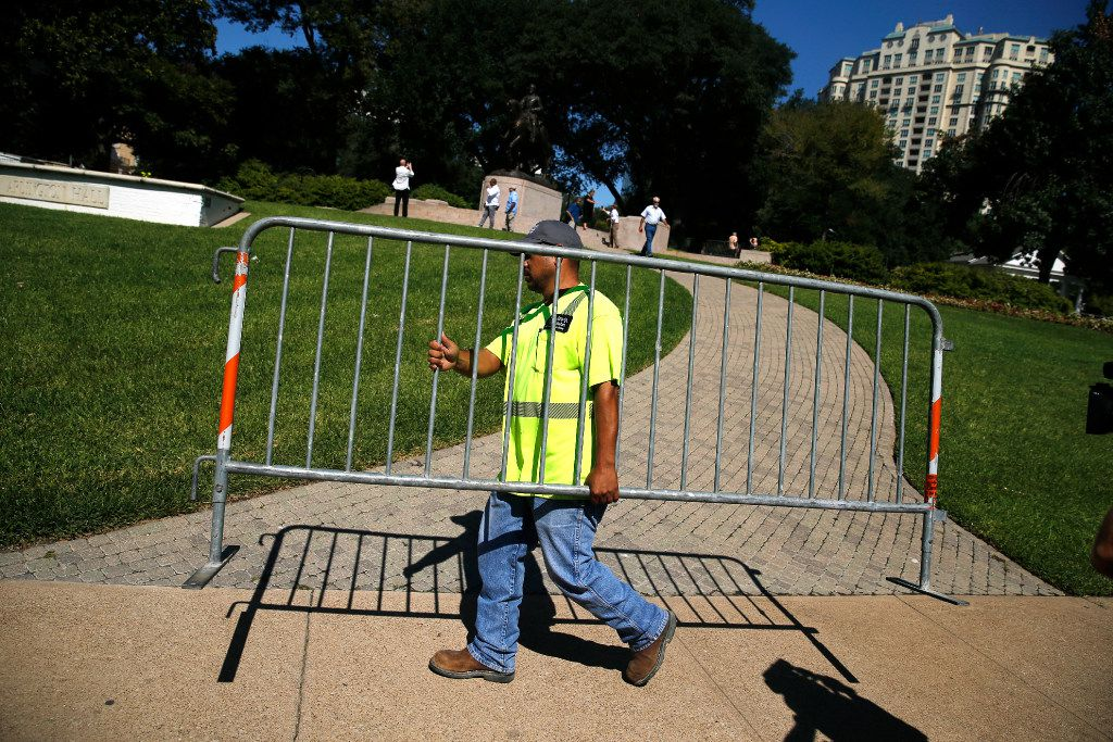 A City of Dallas worker sets up barricades around the Robert E. Lee statue before they attempted to remove it from Robert E. Lee Park in Dallas, Wednesday, September 6, 2017. Earlier in the day the Dallas City Council voted 13-1 for immediate removal of the monument to the Confederate general with a soldier at his side. (Tom Fox/The Dallas Morning News)