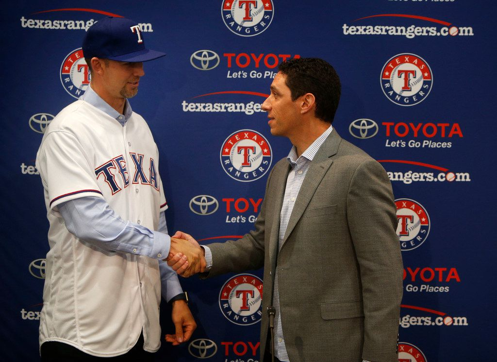 Newly signed Texas Rangers pitcher Mike Minor shakes hands with Texas Rangers General Manager Jon Daniels during a press conference at Globe Life Park in Arlington, Texas on Wednesday, Dec. 6, 2017. The Texas Rangers made a three-year deal to sign Mike Minor. (Rose Baca/The Dallas Morning News)