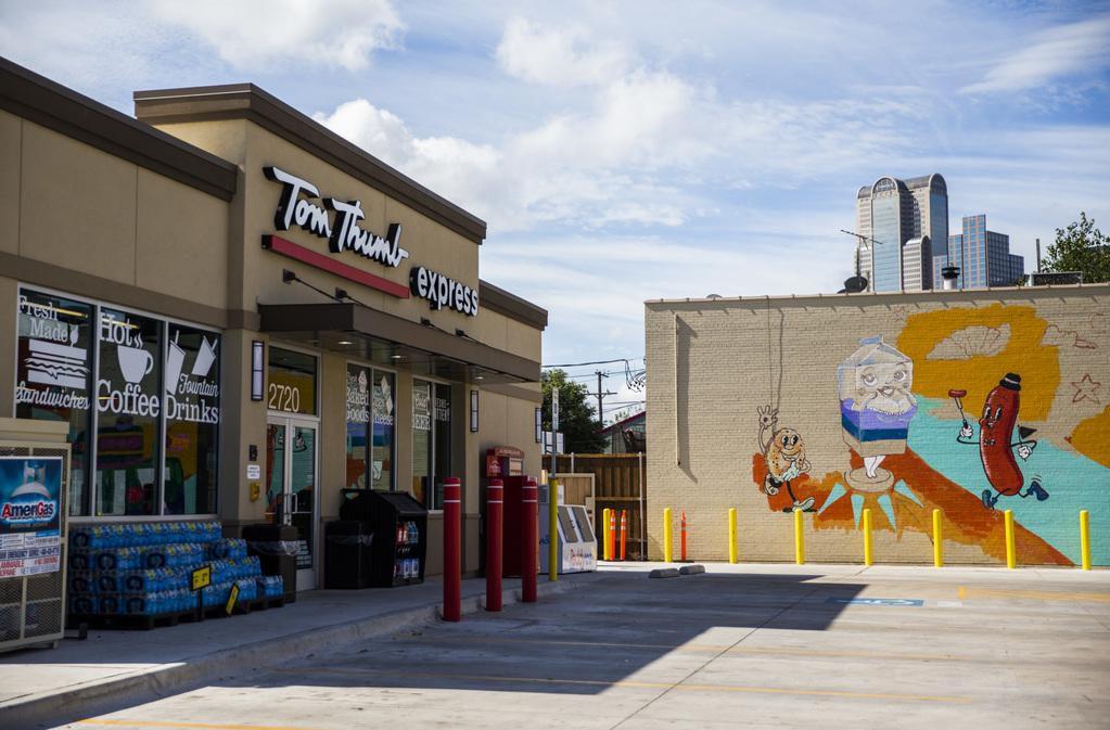 Una tienda Tom Thumb Express en Live Oak y Texas Street. Tom Thumb, propiedad de Albertsons, abrirá más tiendas en los próximos meses. ASHLEY LANDIS/DMN