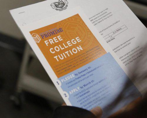 La colegiatura gratuita es posible gracias a un programa de los colegios comunitarios de Dallas y 43 preparatorias participantes. DMN