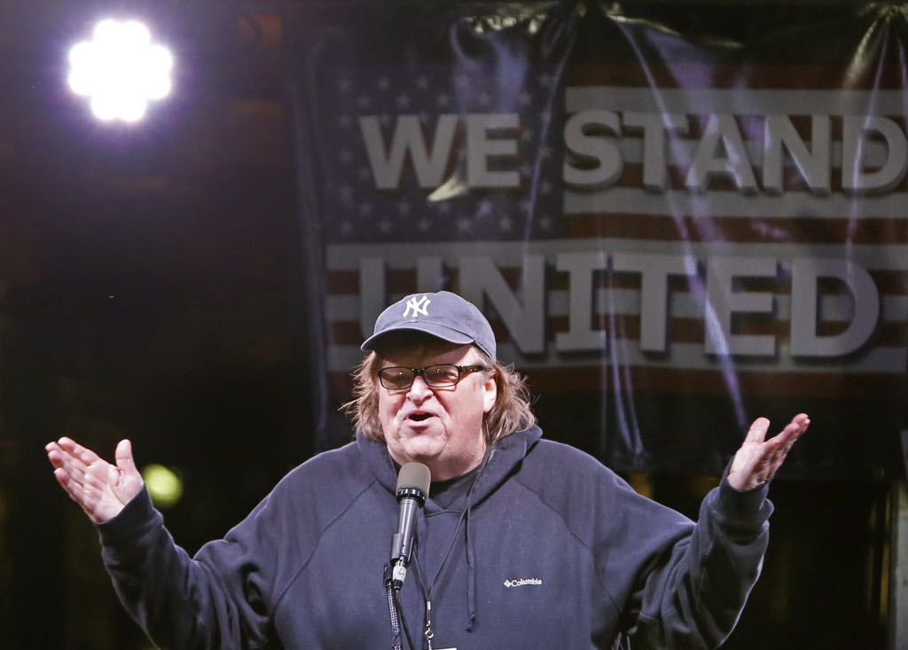 El director Michael Moore durante su discurso  en una protesta anti- Trump en Nueva York