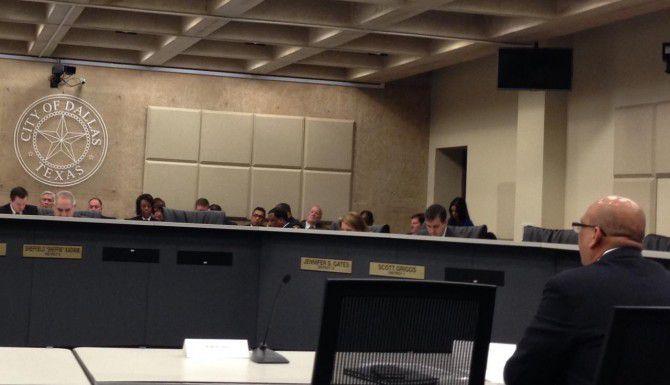 Miembros del comité de Seguridad Pública de Dallas escuchan un reporte sobre los recientes sismos en el área. (AL DIA/ANA E, AZPURUA)