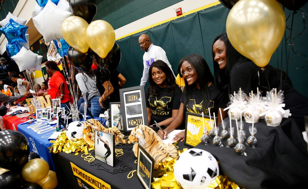 See the hundreds of Dallas-area athletes who signed with colleges (Updated 2/6)