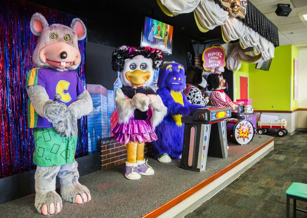 Animatronic characters danced on a stage at Chuck E Cheese on Wednesday, April 8, 2015, in Irving.  (Ashley Landis/The Dallas Morning News)