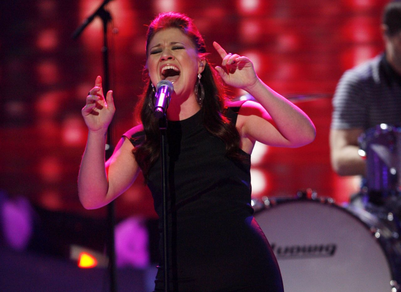 Kelly Clarkson performs on the American Idol finale in 2007.