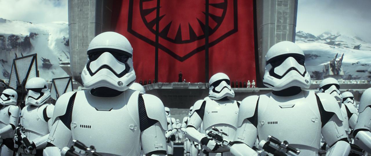 """Una imagen de la nueva cinta """"Star Wars: The Force Awakens"""", a estreanarse el 9 de diciembre. (AP/LUCASFILM)"""