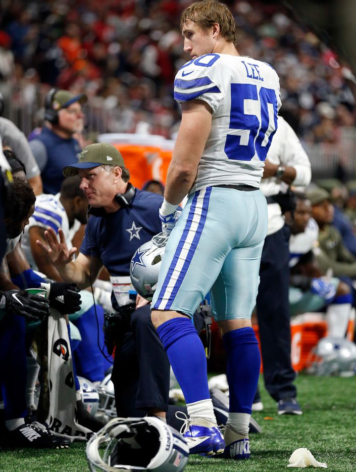 Dallas Cowboys middle linebacker Sean Lee (50) came back to the sideline after sustaining an injury in the second half against Atlanta Falcons at Mercedes-Benz Stadium in Atlanta, Georgia, Sunday, November 12, 2017. (Tom Fox/The Dallas Morning News)