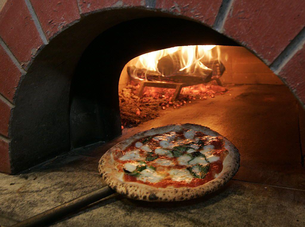 The margherita pizza at Cavalli Pizzeria Napoletana in McKinney