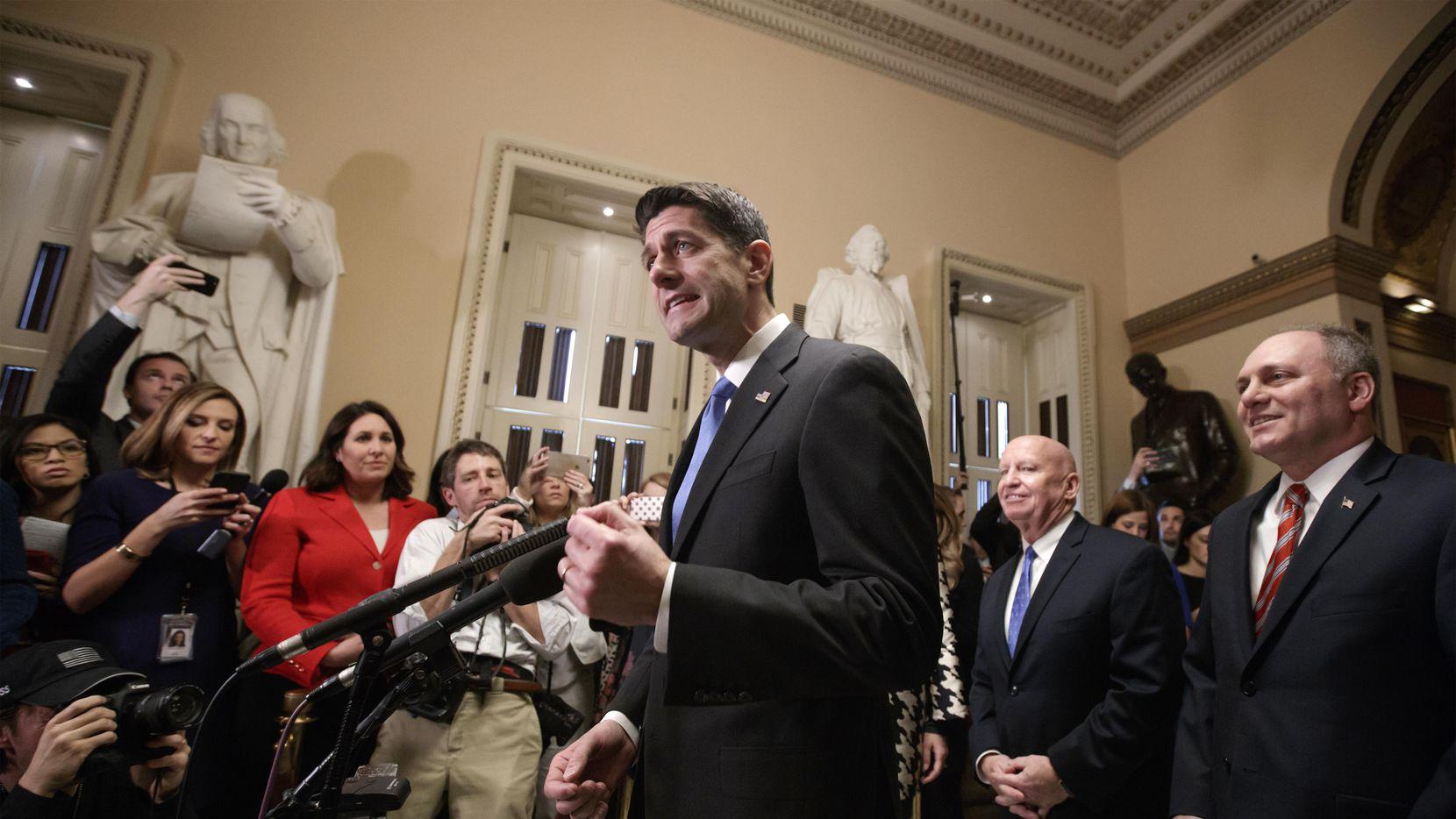 El líder de la Casa de Representantes Paul Ryan habla luego de la aprobación de la reforma fiscal en el Congreso.(AP)
