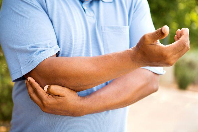 Para deportistas el dolor de un codo puede ser común./iSTOCK