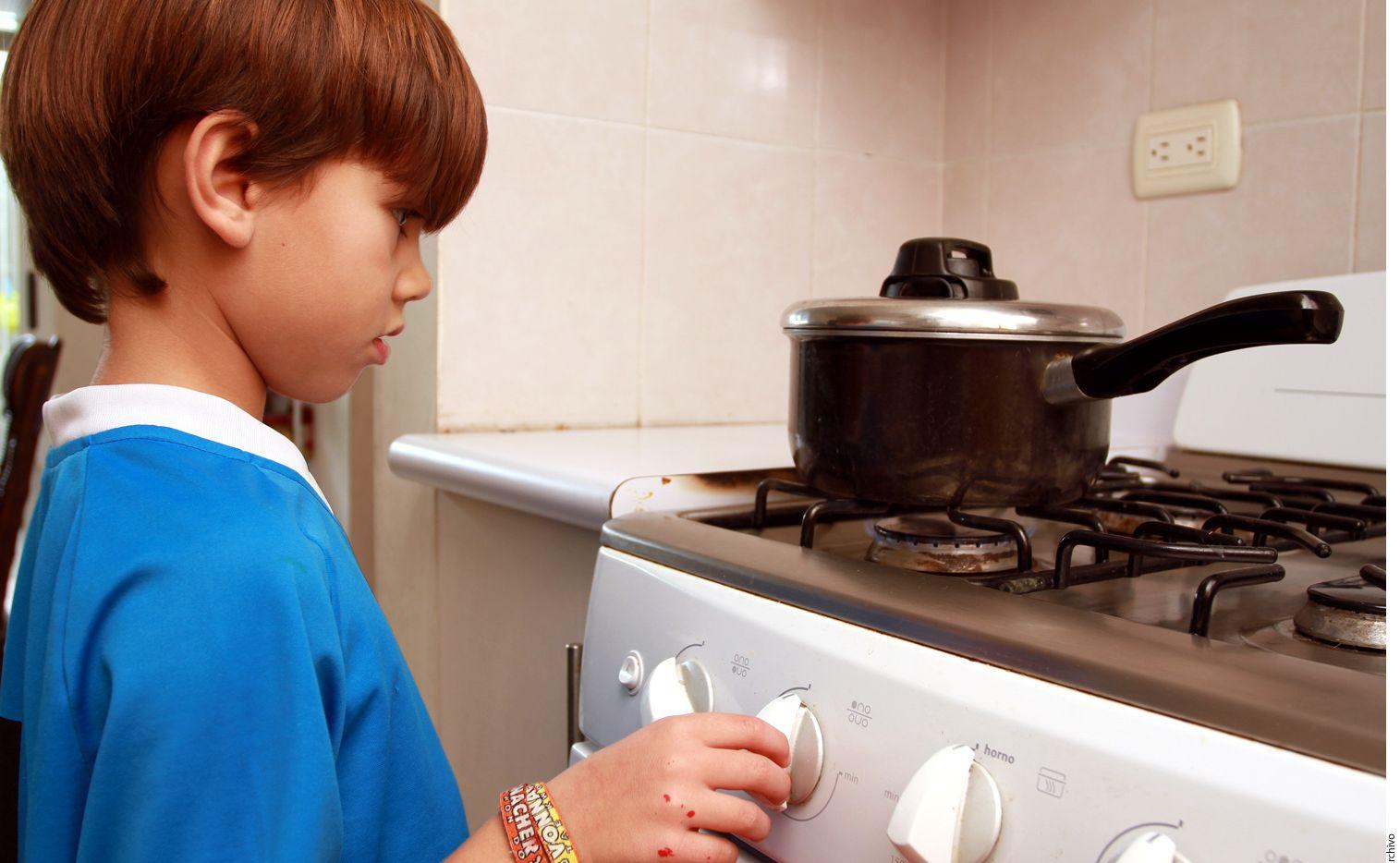 Conocer los riesgos que existen por el fuego y las causas que lo provocan puede ser la diferencia entre la prevención o que tu hijo sufra una quemadura. AGENCIA REFORMA