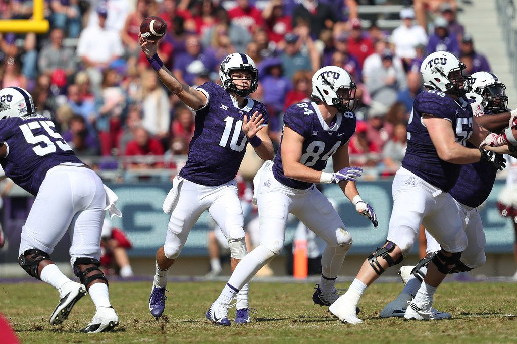 FORT WORTH, TX - OCTOBER 20:  Michael Collins #10 of the TCU Horned Frogs looks for an open receiver against the Oklahoma Sooners in the second half at Amon G. Carter Stadium on October 20, 2018 in Fort Worth, Texas.  (Photo by Tom Pennington/Getty Images)
