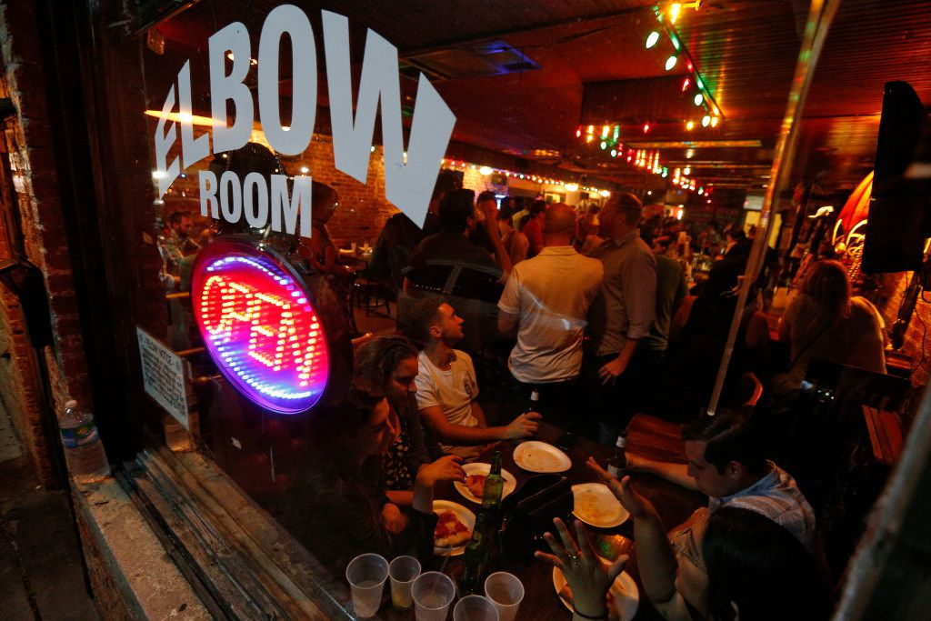 East Dallas' Elbow Room was jammed Saturday night as its final closing approached. (Nathan Hunsinger/Staff Photographer)