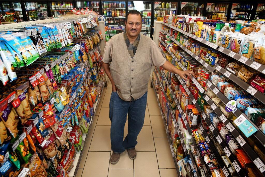 Bekele Tilahun es el dueño de tres tiendas de 7-Eleven en Dallas. (DMN/ROSE BACA)