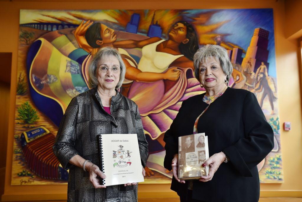 Las hermanas Gloria Cantú (izq.) y Jo Ann Valentín, de HOGAR (Hispanic Organization for Genealogy and Research). La organización se especializa buscar ancestros entre hispanos del área. (ESPECIAL PARA AL DÍA/BEN TORRES)