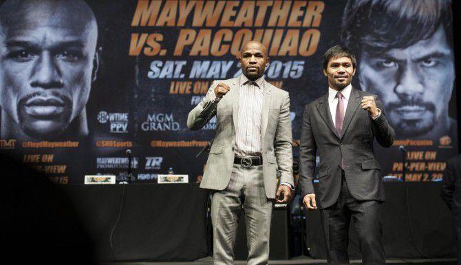 Floyd Mayweather Jr. (izq.) y Manny Pacquiao se enfrentarán el 2 de mayo en Las Vegas. (AP/ED CRISOSTOMO)