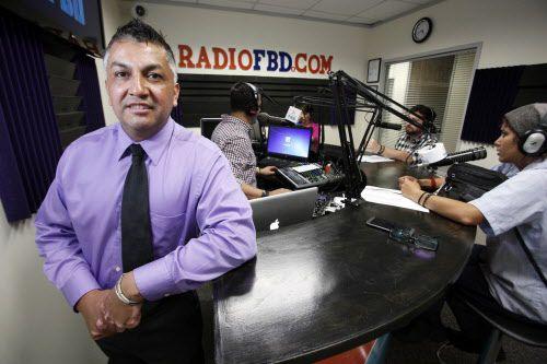 """Pedro Diosdado, dueño de Radio FBD, durante el show """"El Vkero y su Banda"""", en Dallas. BEN TORRES/AL DÍA"""